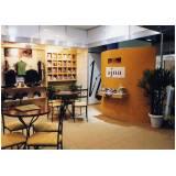 montagem de expositores para shopping Casa Verde
